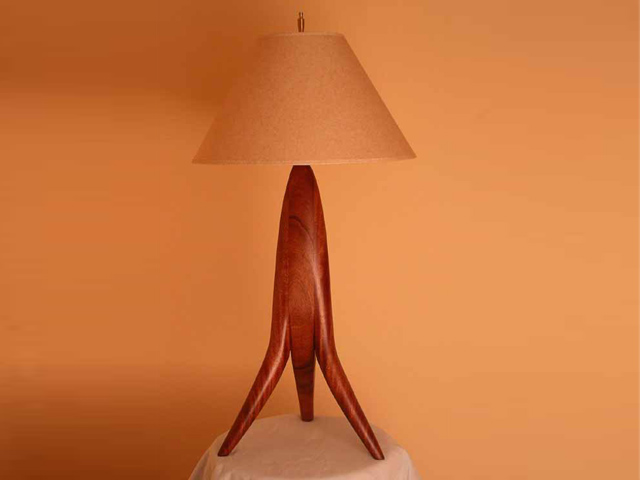 Picture of Tripod Table Lamp
